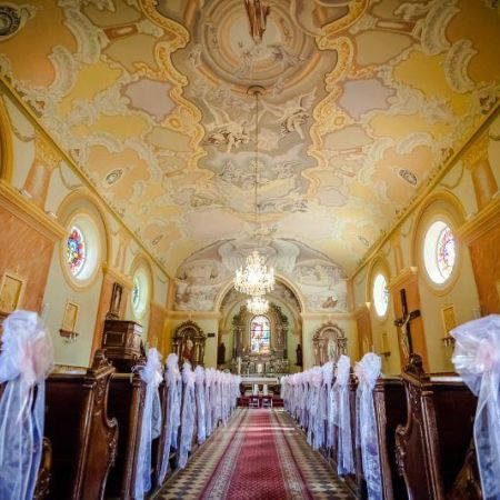 svadobná výzdoba kostola
